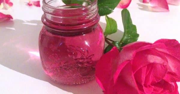 Eau de rose fait maison