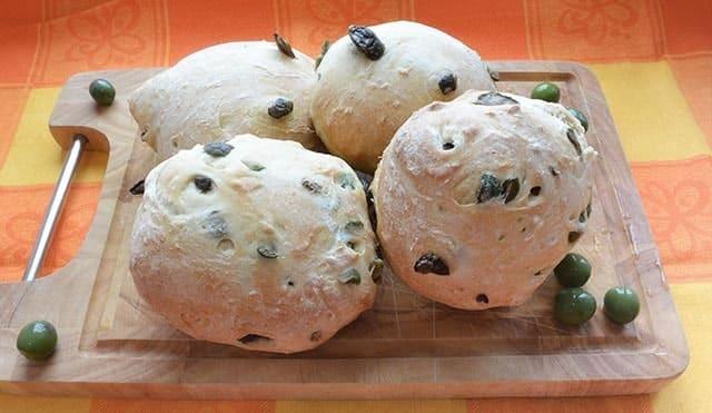 Petits pains aux olives noires et vertes avec Thermomix