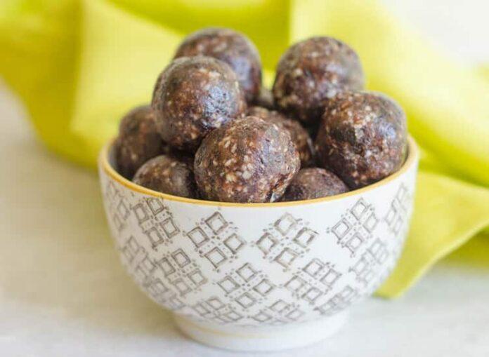 Boulettes aux raisins secs et aux amandes