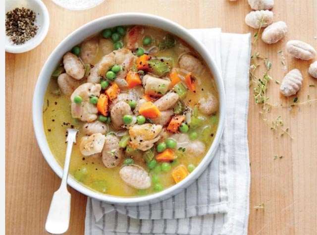 Soupe de poulet et gnocchis