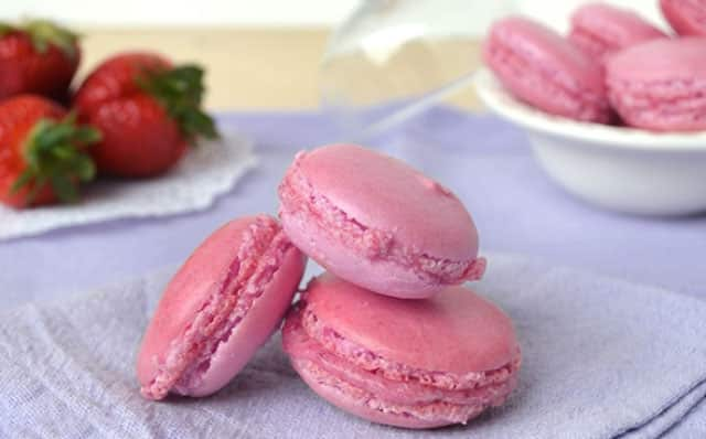 Macarons roses aux fraises au Thermomix