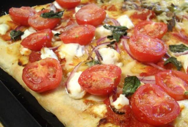 pizza aux tomates cerise et chèvre frais WW