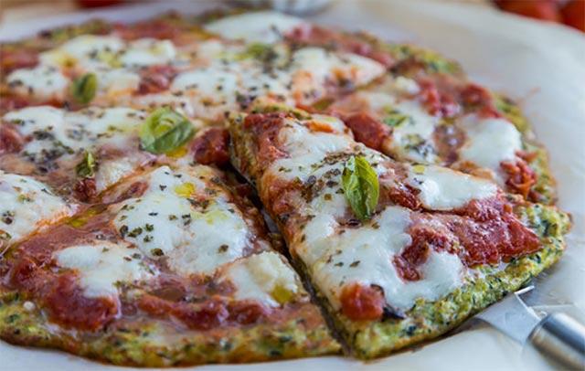 Pizza à la pâte de courgette WW