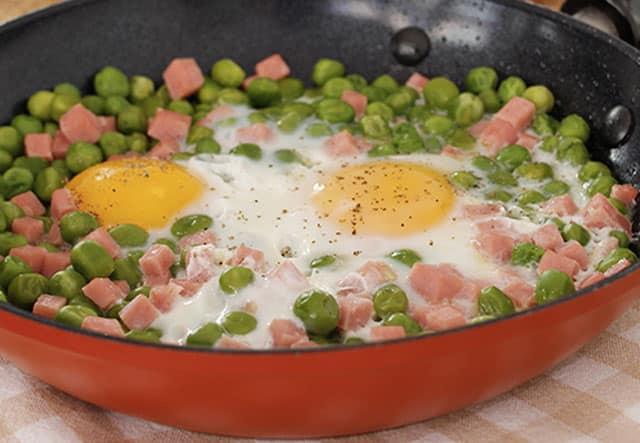 poêlée de petits pois au jambon et aux œufs WW