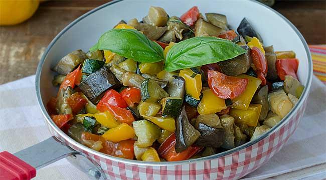 Poêlée de courgettes pommes de terre et poivrons