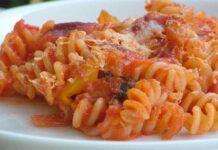Gratin de pâtes aux tomates et thon