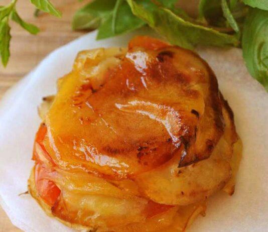 Tarte aux pommes de terre, oignons et tomates