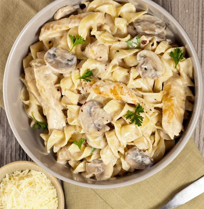 One pan pasta au poulet et champignons
