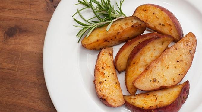 Pommes de terre au four à l'ail et au parmesan