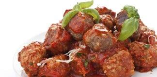Boulettes de viande au parmesan et à la sauce tomate
