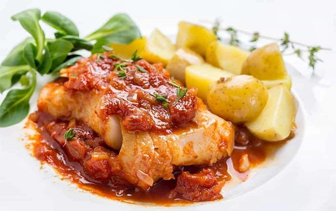 Filets de poisson à la sauce crémeuse à la tomate