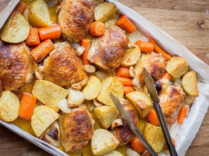Blancs de poulet pomme de terre et carotte au four