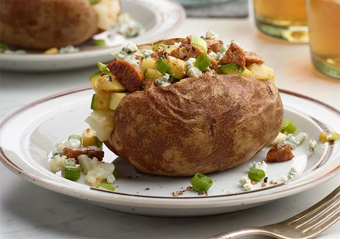 Pommes de terre farcies aux courgettes et poulet