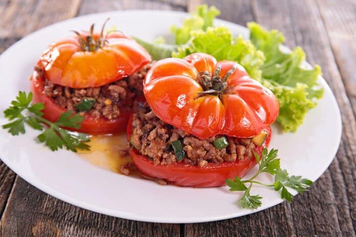 Tomates farcies au riz et courgettes