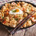 Riz frit aux légumes et poulet