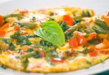 Omelette aux haricots verts et poivrons