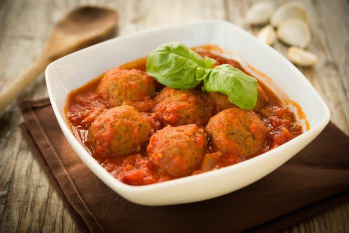 Boulettes de viande aux courgettes et sauce tomate