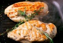 Poitrines de poulet au four aux herbes et bacon